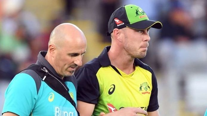 The injury occurred when Lynn dived while fielding in the T20I tri-series final at Auckland, which Australia won by 19 runs via Duckworth/Lewis and Stern method.