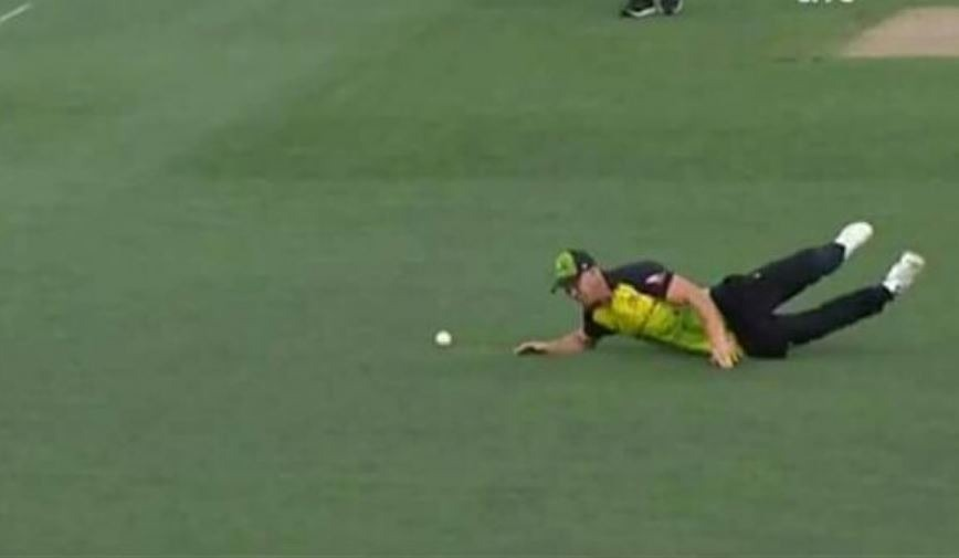 Lynn had to leave the field in the ninth over of the New Zealand innings after he dived to stop a Ross Taylor flick. He immediately looked in discomfort. The medical staff put the joint back in place but he was not able to take any further part in the final.